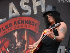 SLASH: PARIS CONCERT FOOTAGE AVAILABLE